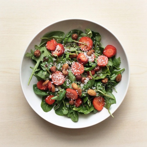 strawberry + mixed greens salad with toasted nuts – kilts & kale